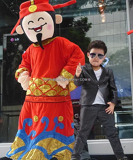 LITTLE PSY SINGAPORE OPPA GANGNAM STYLE DANCE JUNIOR HWANG MIN-WOO LG OPTIMUS G SMARTPHONE STORE CAFE  YouTube music video billion hits dance steps Singtel, Starhub, M1 dance steps The Little Arts Academy Multicultural Youth Awards