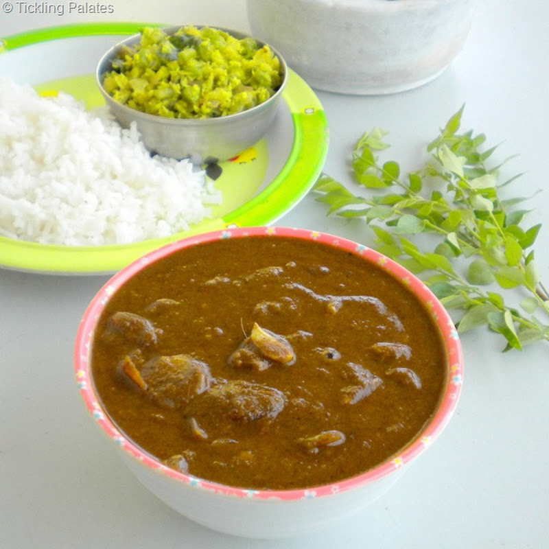 Karuveppilai Poondu Kulambu (Spicy Curry Leaves & Garlic Gravy)