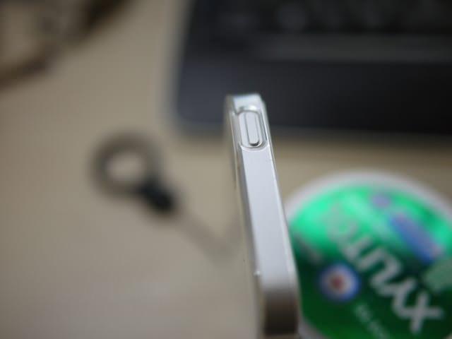 iPhone5用ストラップホール付きケース