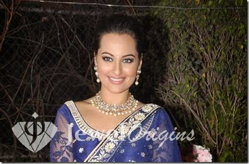 Sonakshi_Sinha_Gold_Necklace
