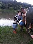 Gilberto e sua filha Júlia em Rio Verde com uma enorme Pirarara