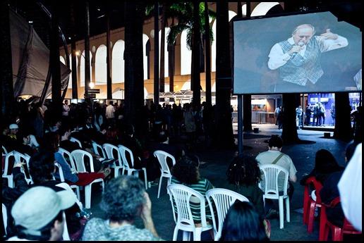 """Exibição do documentário """"Cortina de fumaça"""" no Circo Voador. Logo em seguida foi realizado um debate entre os participantes do filme e o público pode fazer suas perguntas sobre o filme aos especialistas. Estiveram presentes, o delegado Orlando Zaconne, o professor de direito da FGV Pedro Abramovay, o secretário de estado de meio ambiente, Carlos Minc e o neurocientista da UFRJ João ..."""
