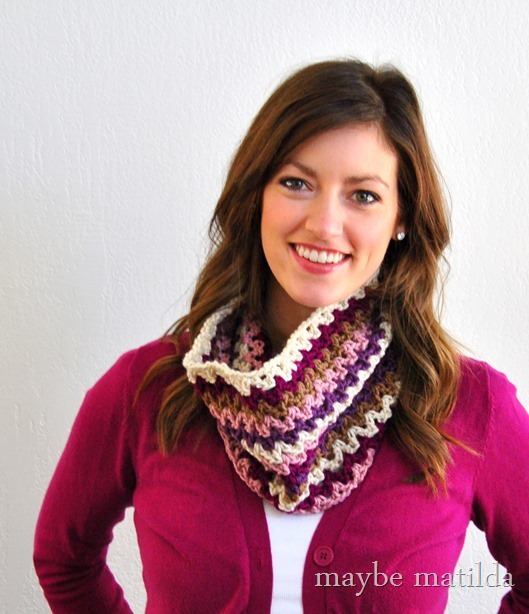 Get the free crochet pattern to make this cute striped cowl!