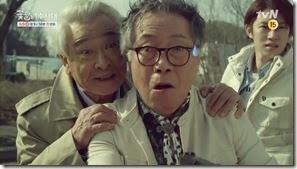 희봉할배의애드립꼼수 설상가상 tvN [꽃할배수사대] 3차 티저(30-) - YouTube.MP4_000012566_thumb[1]
