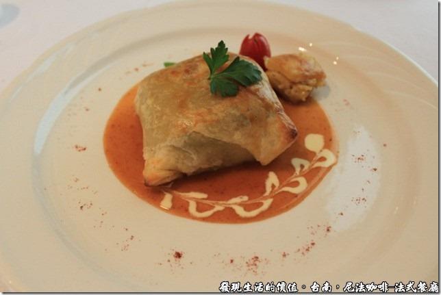 尼法咖啡,法式餐廳。酥皮烤牛菲力,外面裹著一層酥皮。