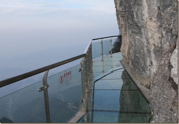 Impressionnante passerelle de verre de la montage de Tianmen (7)