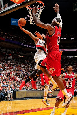 lebron james nba 130212 mia vs por 02 LeBron Sets NBA Record of 6 Games with 30+ Points & 60+% FG