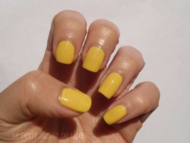 13-newlook-colour-pop-collection-nail-polishes-yellow-pistachio-review