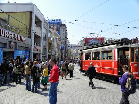 dinspre Taksim pe strada pietonala
