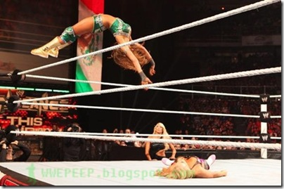 Eve Torres - Diving moonsault