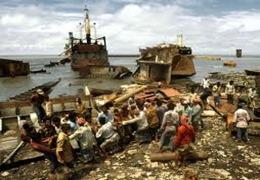 contaminación marítima y playas tercer mundo desguaces ilegal naval