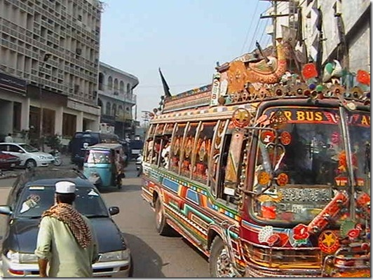 Peshawar_bus_and_rickshaw