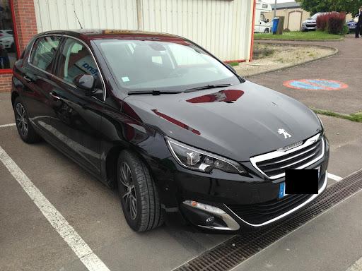 2014-Peugeot-308-4.jpg