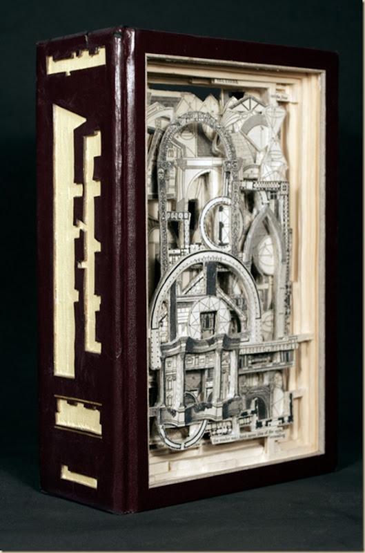 Brian Dettmer sculpteur de livres (1)