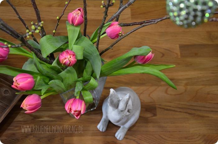 gefüllte Tulpen (05) mit Kirschblütenzweig und Peter Rabbit