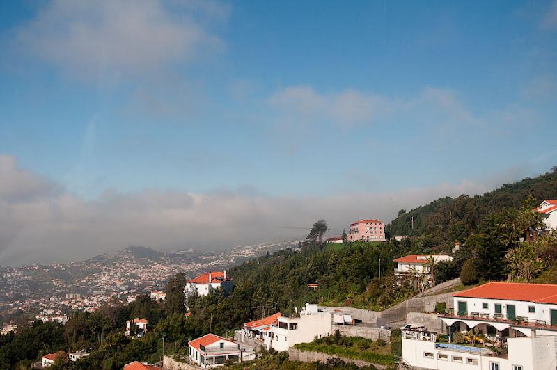 19. Вот мы и забрались выше облаков. Канатная дорога. Фуншал. Мадейра. Круиз на Costa Concordia.