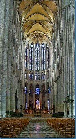 328px-Picardie_Beauvais2_tango7174