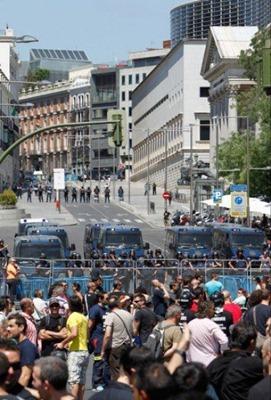 I lupi di einstein madrid assedio al parlamento la diretta for Parlamento in diretta