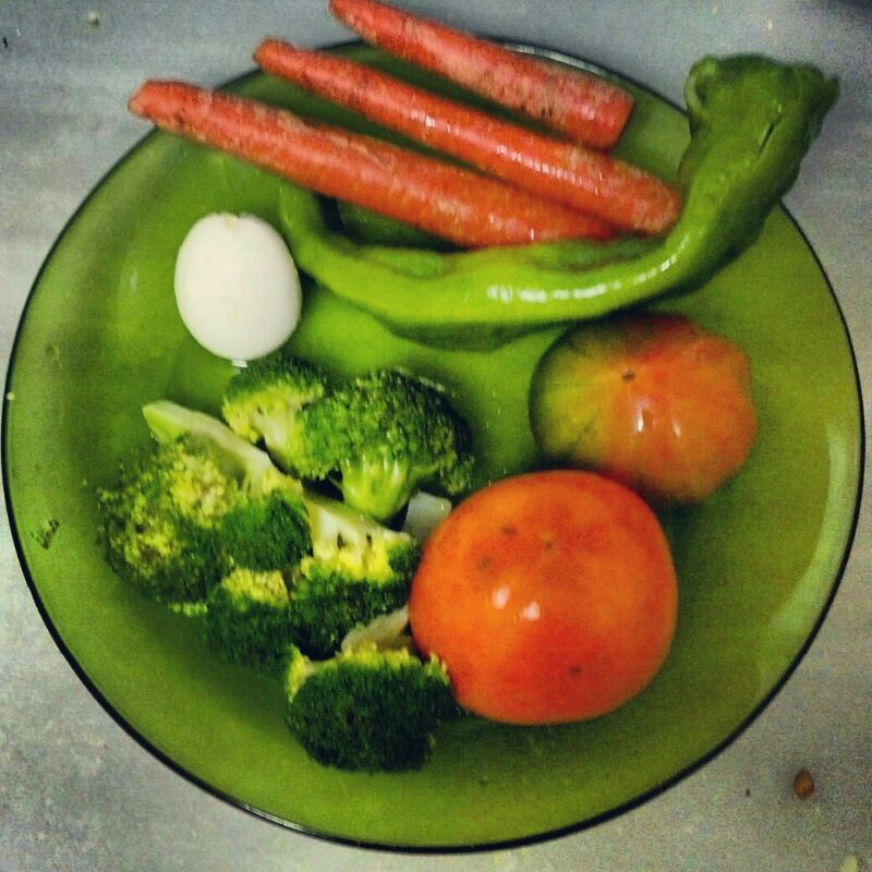 Comerlapaleodieta cena brocoli huevo zanahoria tomate for Envueltos de coliflor con zanahoria para enfermedades inflamatorias