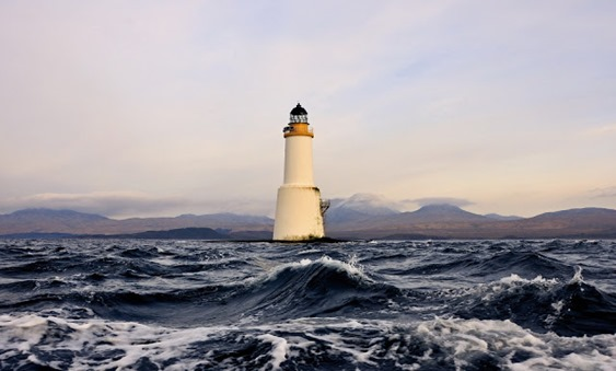 lighthouse-in-rough-seas