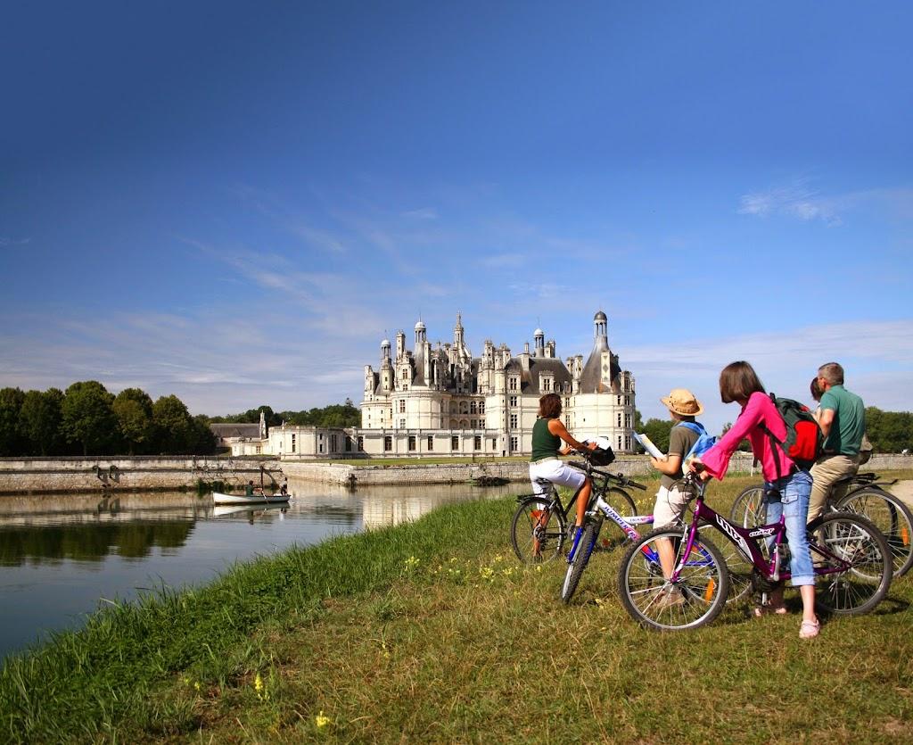 chateau-de-chambord-barque-et-velos©CDT41-enola