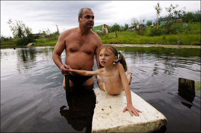 A father and daughter play in a Siberia lake in December 2013. Many lakes and rivers, which would normally be ice-bound at this time of year, are flowing freely. Photo: GALLO / GETTY