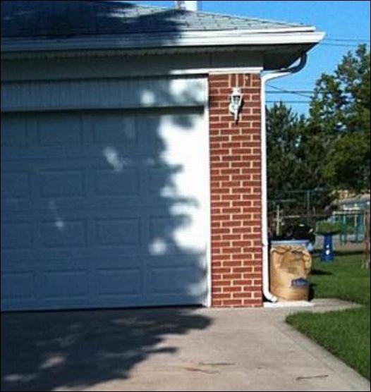 sombra forma cara en la pared