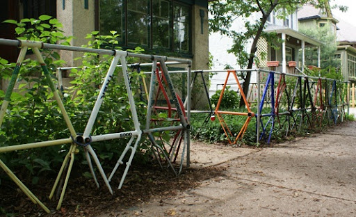 These homeowners made their fence out of old bike frames. Amazing. (apartmenttherapy.com)