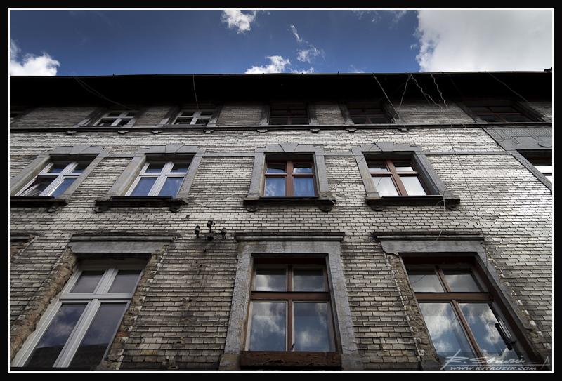 Katowice, Śródmieście. Jeśli tylko zapragniesz, nawet na wąskich, katowickich uliczkach niebo obniża dla Ciebie swój pułap pozostając na wyciągnięcie ręki.