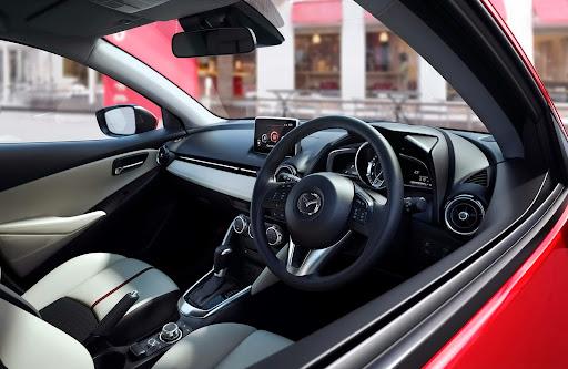 2015-Mazda2-Demio-15.jpg