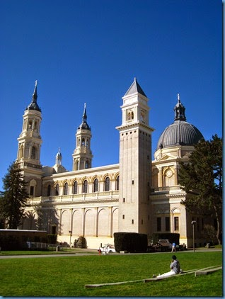 Saint_Ignatius_Church,_University_of_San_Francisco,_left_side_view