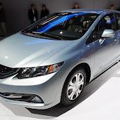 2013-Honda-Civic-Hybrid-3.jpg