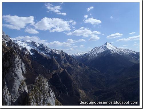 Via Intrusos 350m MD  7a  (6b A0 Oblig) (Alto Les Palanques, Picos de Europa) (Victor) 0067
