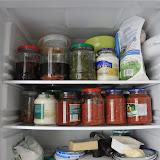 冷蔵庫の中には保存食がいっぱい。