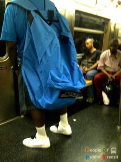 pessoas bizarras em metrô (15)