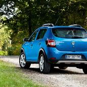 2013-Dacia-Sandero-Stepway-6.jpg