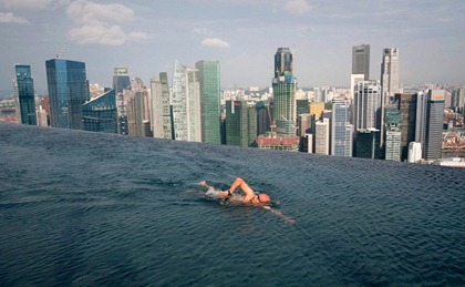 infinity-pool-at-top-of-marina-bay-sands-hotel-singapore-800x493