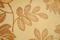 Tkanina obiciowa z efektem metalicznym w kwiaty. Beżowa.