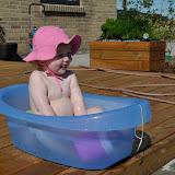 Silje bader på en varm sommerdag :-)