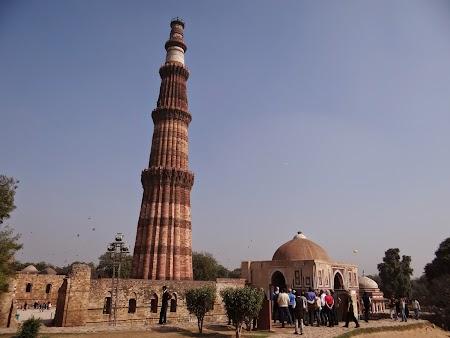 07. Qutb Minar Delhi.JPG