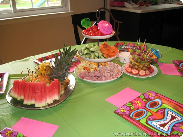 luau food table