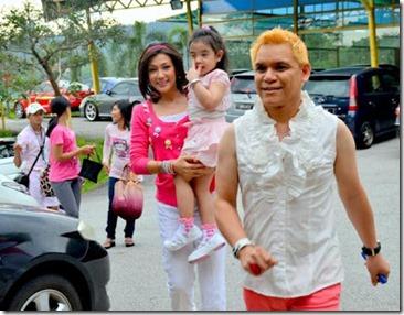 gambar Erra Fazira  dan anaknya, Engku Aleesya yang ceria 2
