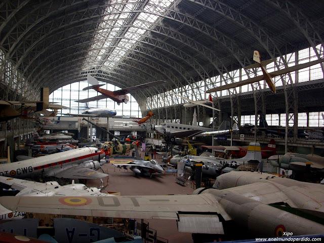 sala-aviones-museo-militar-bruselas.JPG