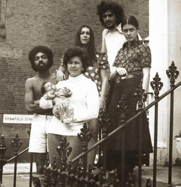 Caetano e Gil a Londra con le famiglie, fonte: Tropicalia.com.br
