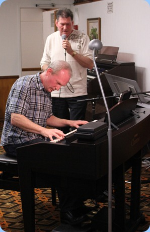 To wrap-up the show, Darren and Murray put together a few songs with Murray on vocals and Darren accompanying on the Clavinova. As an encore, they did a great rendition of Georgia. Thanks guys for taking the time out of your hectic business lives to come and spend an evenig with us and sharing your great music and playing abilities. Photo courtesy of Zhibin Zheng (Ben)