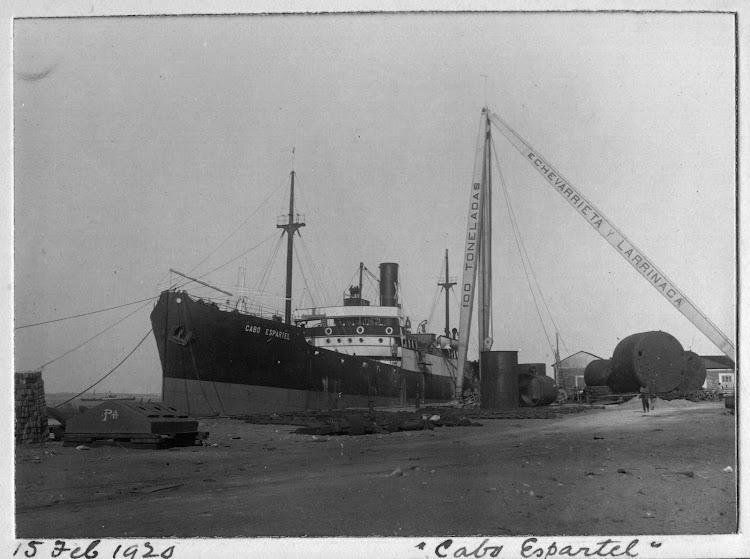 Muelle de armamento de astilleros Echevarrieta. Vapor CABO ESPARTEL. Foto cedida por Juan Mª Rekalde. Nuestro agradecimiento.jpg