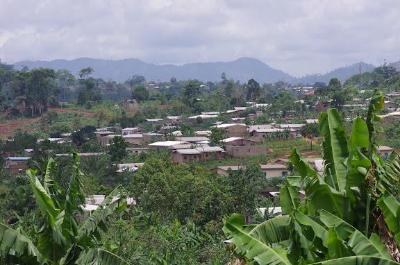 À l'ouest de la Colline de Mvog Beti, Yaoundé (Cameroun), 6 avril 2012. Photo : J.-M. Gayman