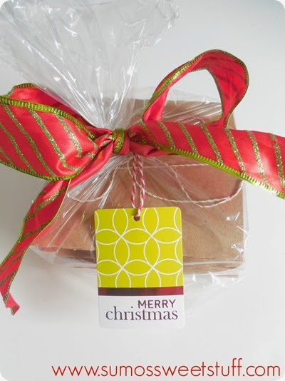 Last Minute Neighbor Gift at www.SumosSweetStuff.com - Make bakery style cookies, put individual cookies into CD sleeves, package & deliver! #gifts #Christmas