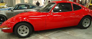Opel GT z boku, silnik pojemności 2l. o mocy 130KM