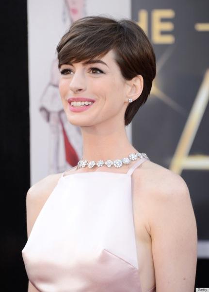 O ANNE HATHAWAY NIPPLES 570